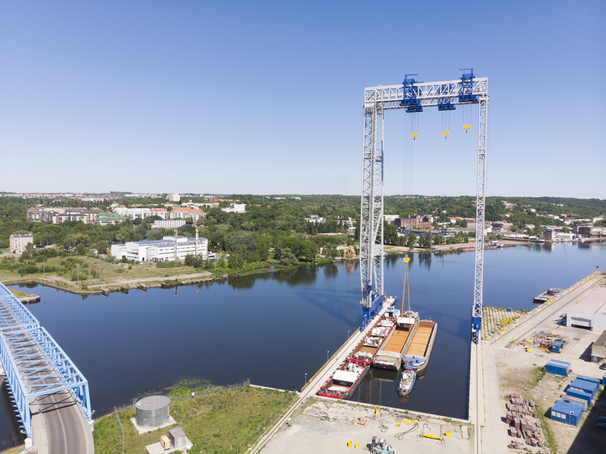 Transport największych elementów TBM Odrą do portu przeładunkowego
